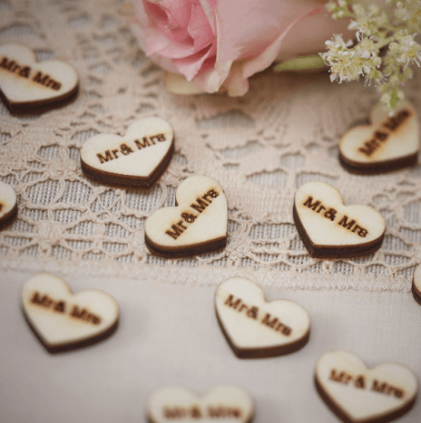 "Heart Wood Confetti ""Mr And Mrs"" – Vintage Affair"