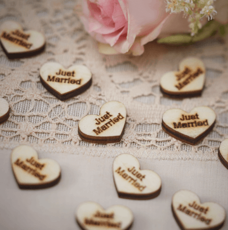 "Heart Wood Confetti ""Just Married"" – Vintage Affair"